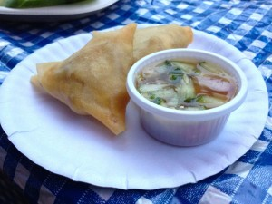 She also had delicious Samosas for just 5 Baht apiece!