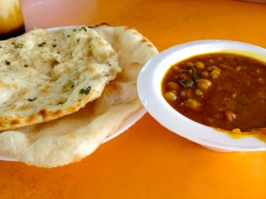Chana Masala + Plain & Garlic Naan for S$4