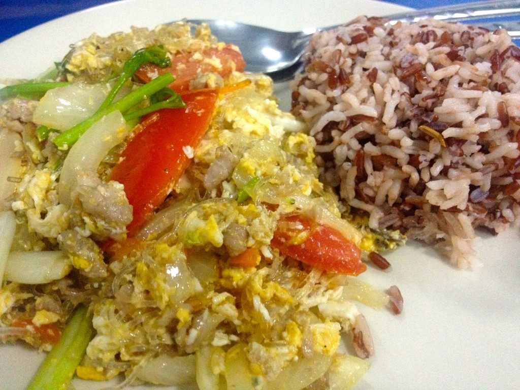 Fried Glass Noodles with Egg, Vegetables and Pork (40 Baht)