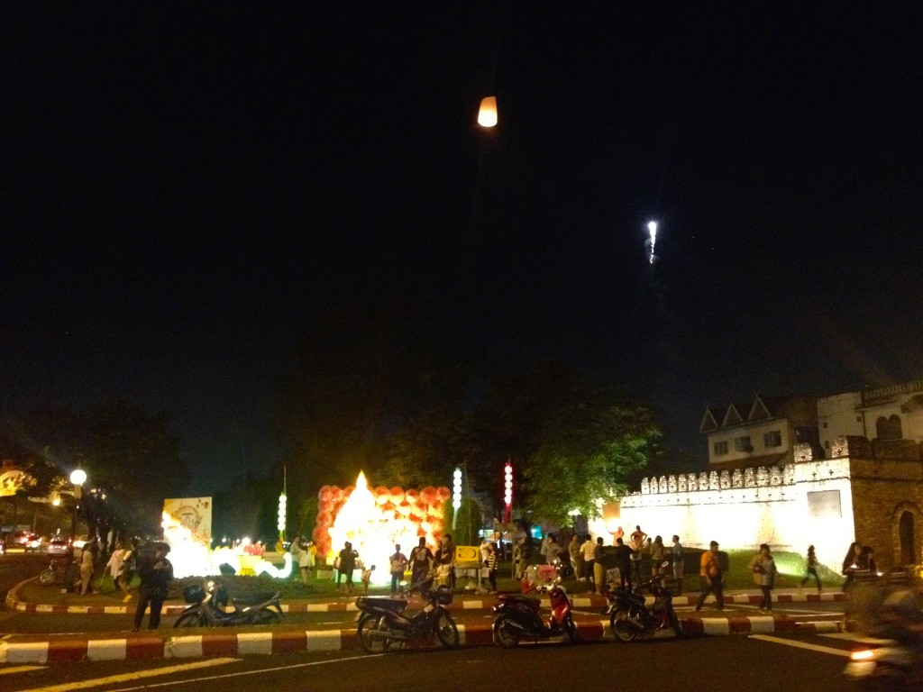 Suan Dok Gate is pretty festive during Loy Krathong. Here are some folks releasing floating lanterns into the sky.