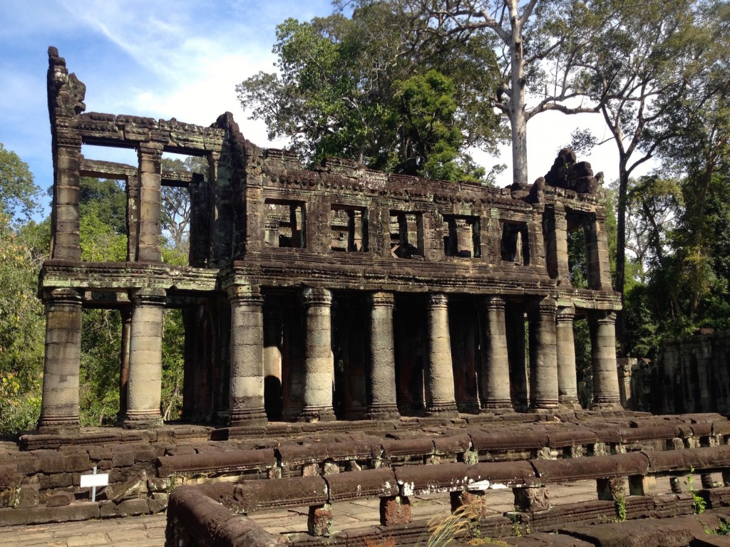 The mysterious Grecian-style building that is nothing like any of Preah Khan's other structures!