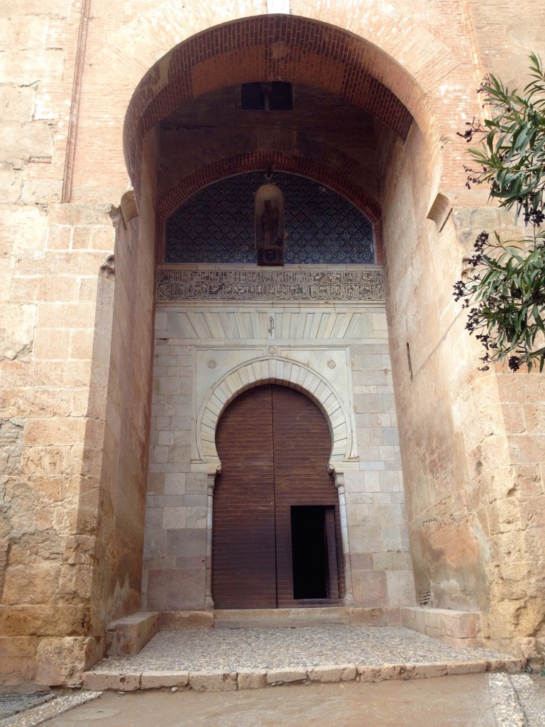 This is the Alhambra's Justice Gate. I wonder if someone was being clever when they made a key-hole shaped door inside a key-hole shaped stone alcove. It's like a key-hole within a key-hole within a key-hole.