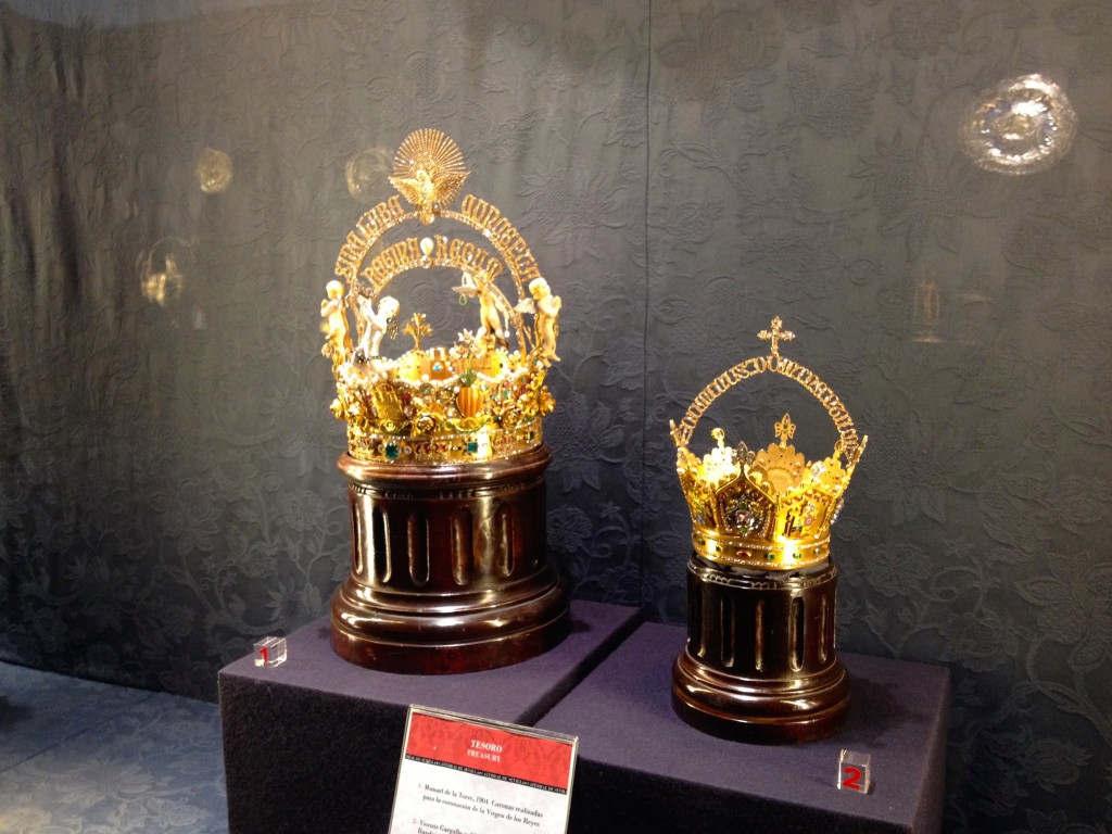 The crown on the left holds the world's largest pearl. It's the body of one of the angels on the crown.