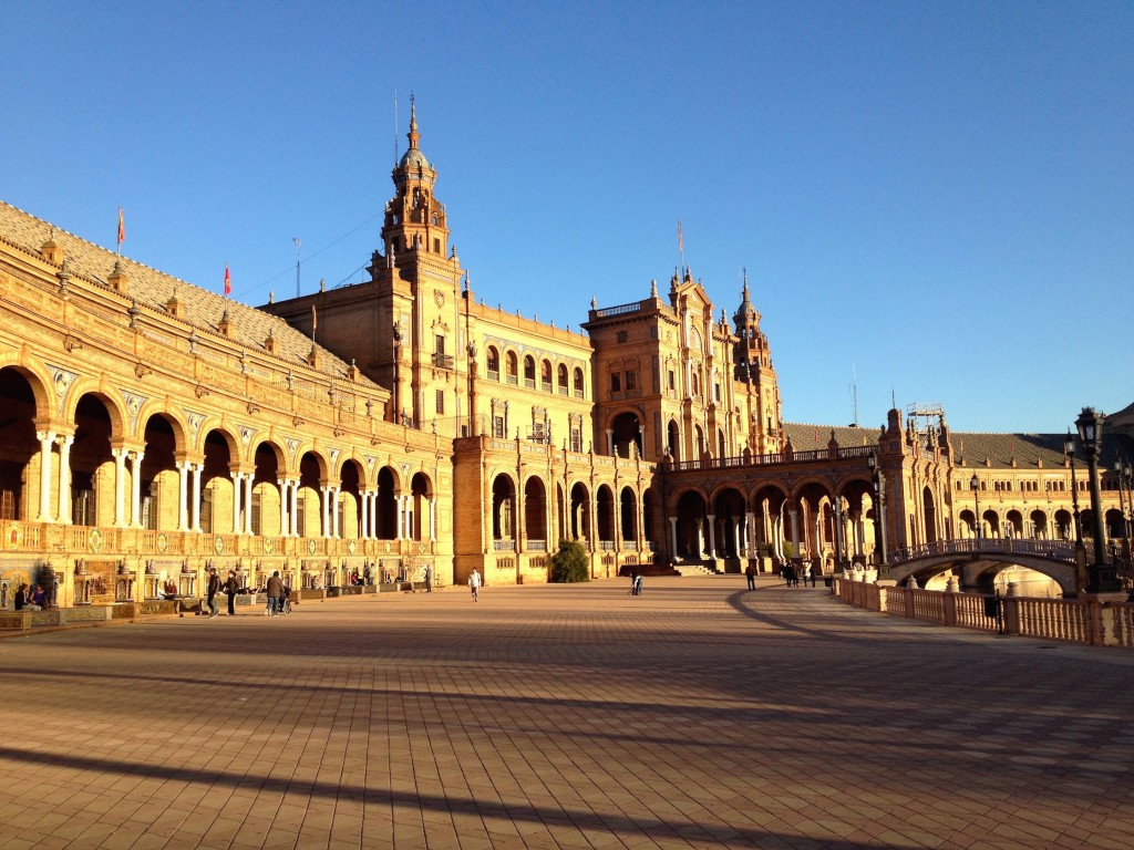 Plaza de España is lined with lots of alcoves covered in Sevilla's signature tilework.