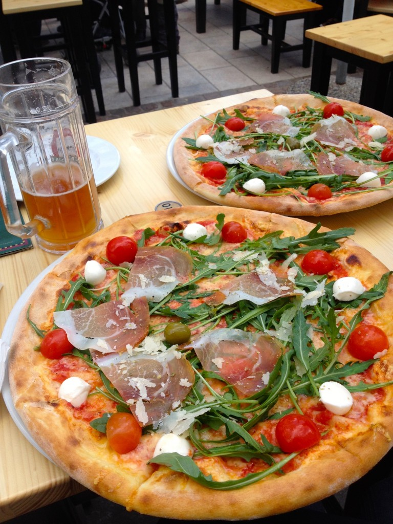 Delicious Mali Medo pizzas for a mere $3.50 apiece during Happy Hour.
